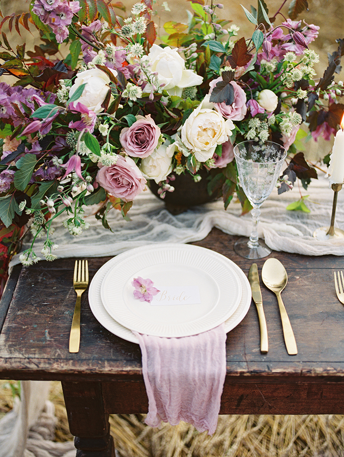 Autumn Wedding Place setting Ideas | Photo by Igor Kovchegin | Fab Mood