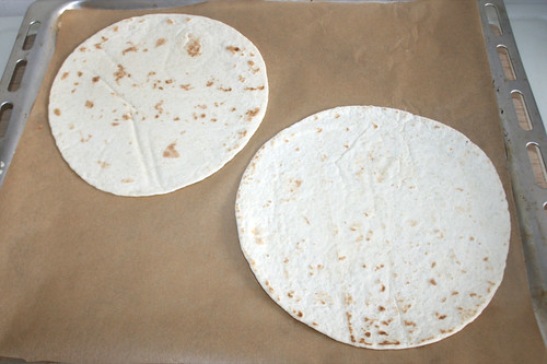 14 - Tortilla auf Backblech legen / Put tortillas on baking tray
