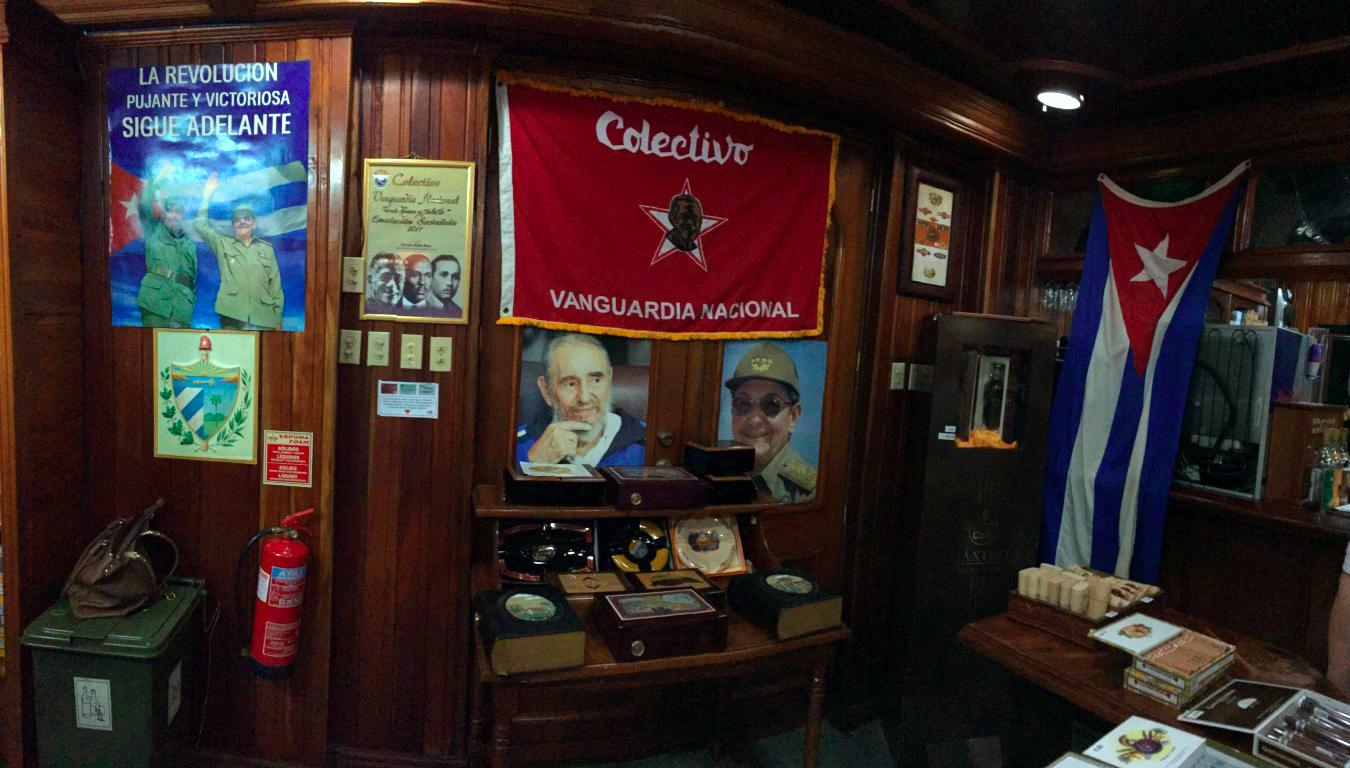 visita a la fábrica de puros de La Habana: Fabrica de Puros de La Habana en Cuba fábrica de puros de la habana - 26303668676 8ac2df6d8f o - Visita a la fábrica de puros de La Habana en Cuba