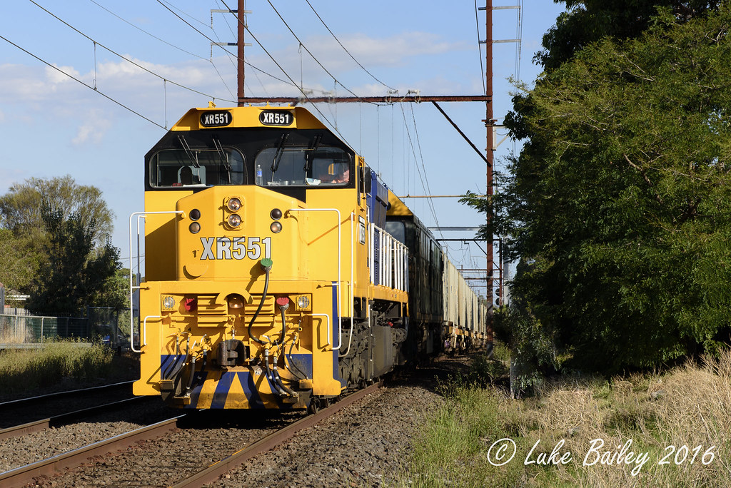 XR551-G528 with #9556 up Long Island goods near Cheltenham by Luke's Rail Gallery