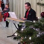 Weihnachtslieder mit väterlicher Unterstützung
