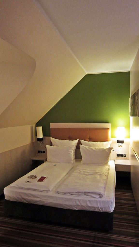 Goldengelchen-Winter in München-Hotelzimmer