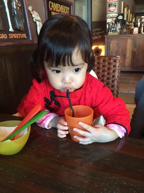 新年快樂,跟舅舅舅媽一起吃義麵坊 :D