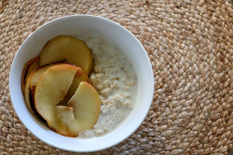01.26. Vanilla Poridge with Honeyed Apples