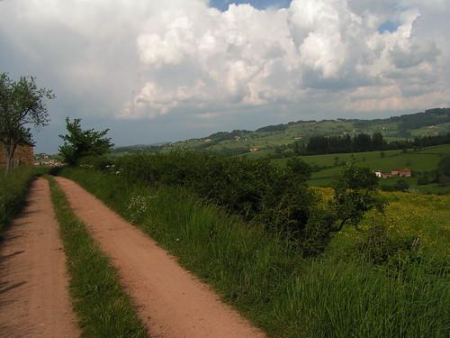 20080511 20920 0901 Jakobus Ortschaften Weg Weite Hügel Wiese Wolken Bäume
