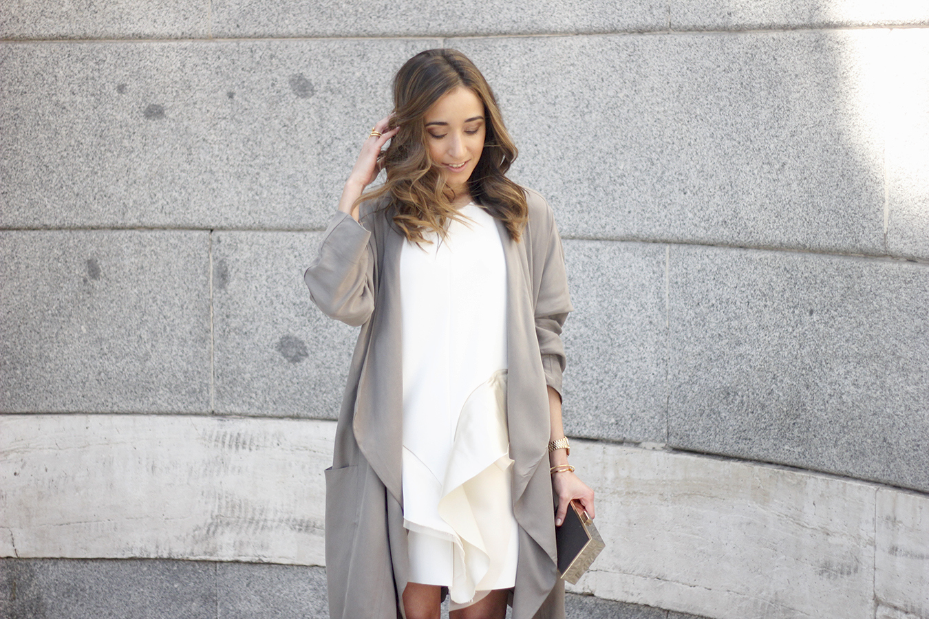 White dress with ruffles trench nude heels clutch accessories outfit style13