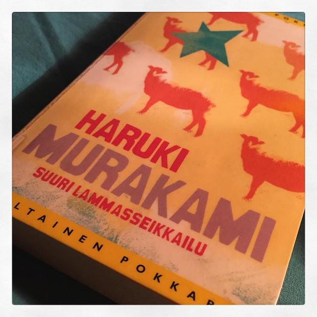 Lumoavan outo. (Btw, miksei Rotta-trilogian muita osia ole suomennettu?) #kirjapäiväkirjat2016 #harukimurakami #suurilammasseikkailu #luettua #kirjat #reading #books #sheep
