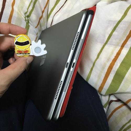 下部。何気にスピーカーの穴がiPad Airとは異なります。