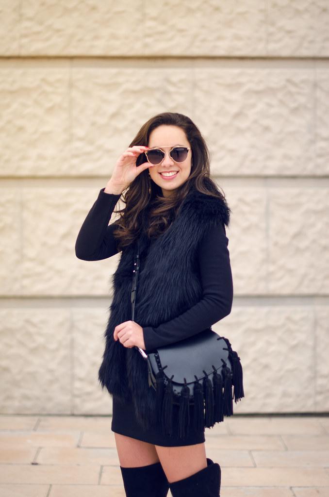 Look con vestido de punto negro