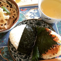 1st time trying this rice shop's musubi(rice ball), not much filling in them, kind of disappointing for the price  #ガッツうまい米橋本 #池田 #大阪 #おむすび #lunch #ikeda #osaka #musubi