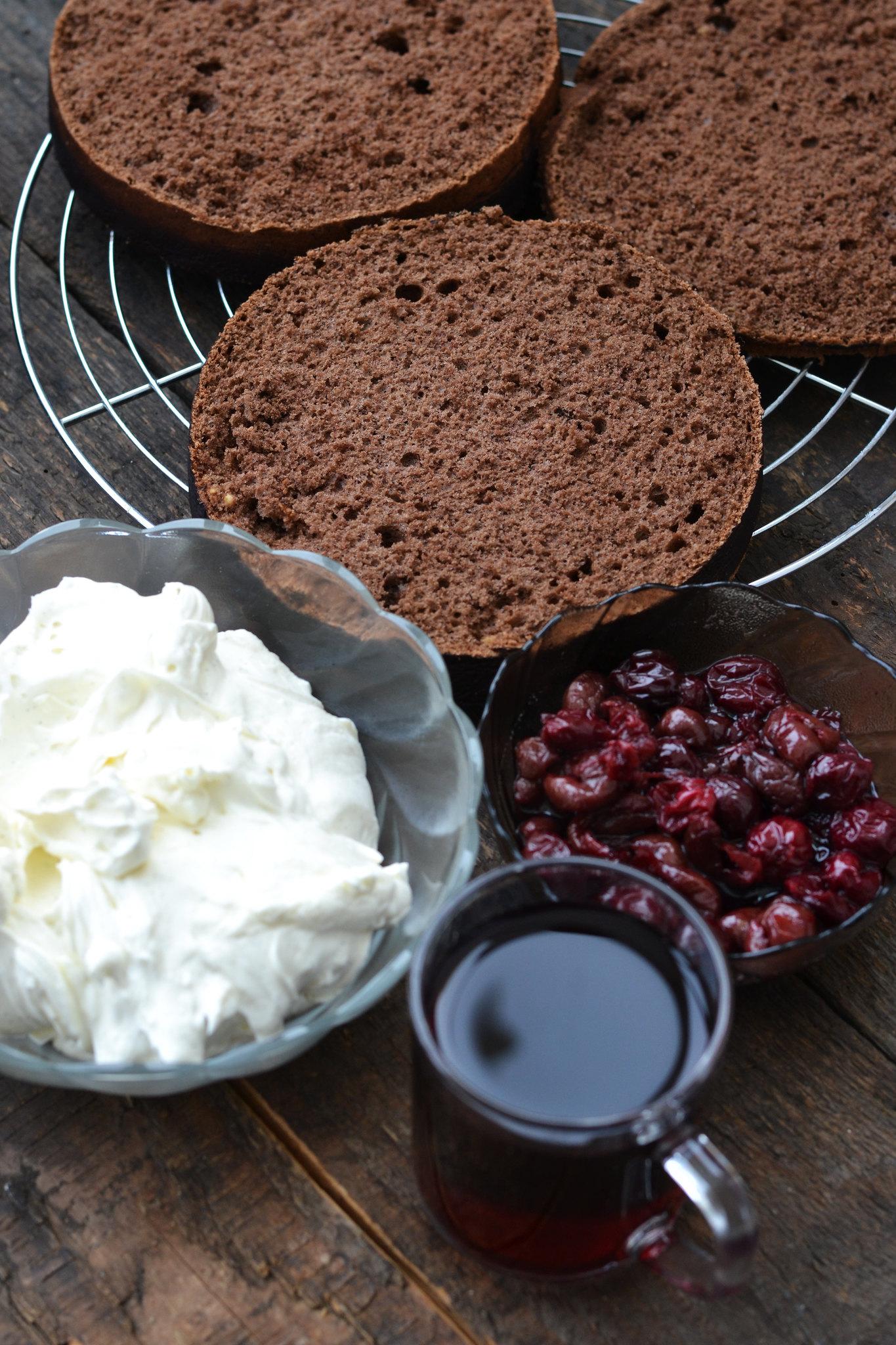 asamblare tort cu bezea caramelizata