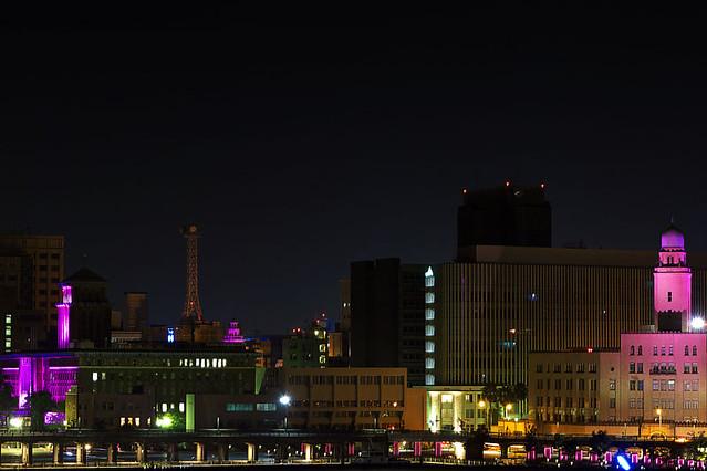 ヨコハマ三搭ピンクリボンライトアップの写真