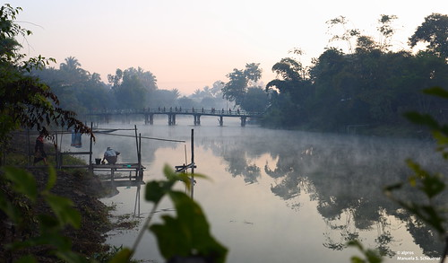 fog sunrise southeastasia nebel burma monk buddhism myanmar sonnenaufgang soluppgång mönch munk dimma kayah loikaw kayahstate republicoftheunionofmyanmar baluchaungriver