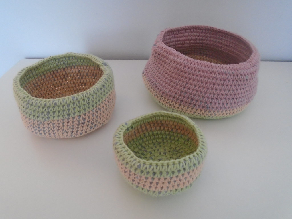 crochet baskets using tiger fabric yarn