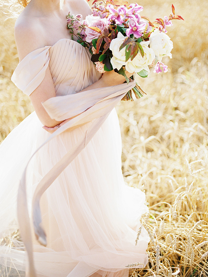 A Blush Wedding Gown + shades of lilac color for #autumn wedding | Photo by Igor Kovchegin | Fab Mood