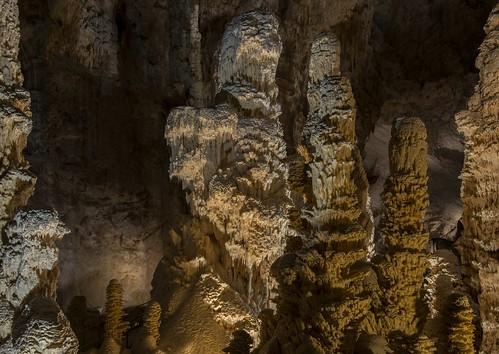 italia marche grottedifrasassi gengaancona stalagmitigiganti