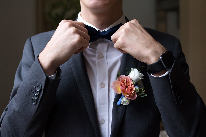 Groom style | Peach boutonniere