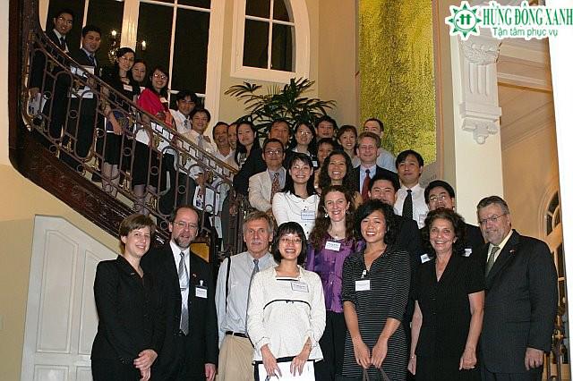 Du học Mỹ, Nguyễn Bá Trường Giang và nhóm Fulbrighter 2007 tại nhà Đại Sứ Michael W.Marine.