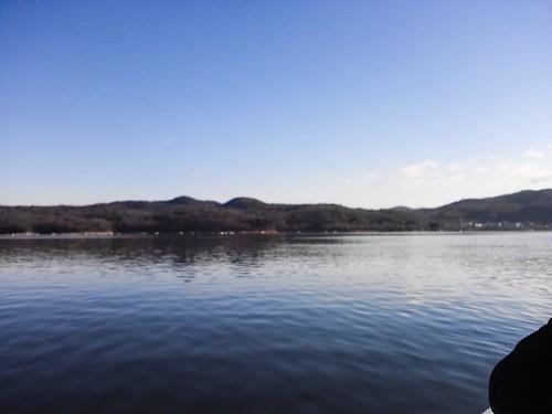湖の真ん中でワカサギ釣り!