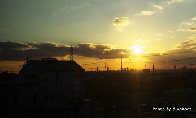 車窓から見えた夕陽。綺麗だった~これも数式で表されるんだろうな
