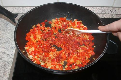 41 - Tomatenmark anrösten / Roast tomato puree