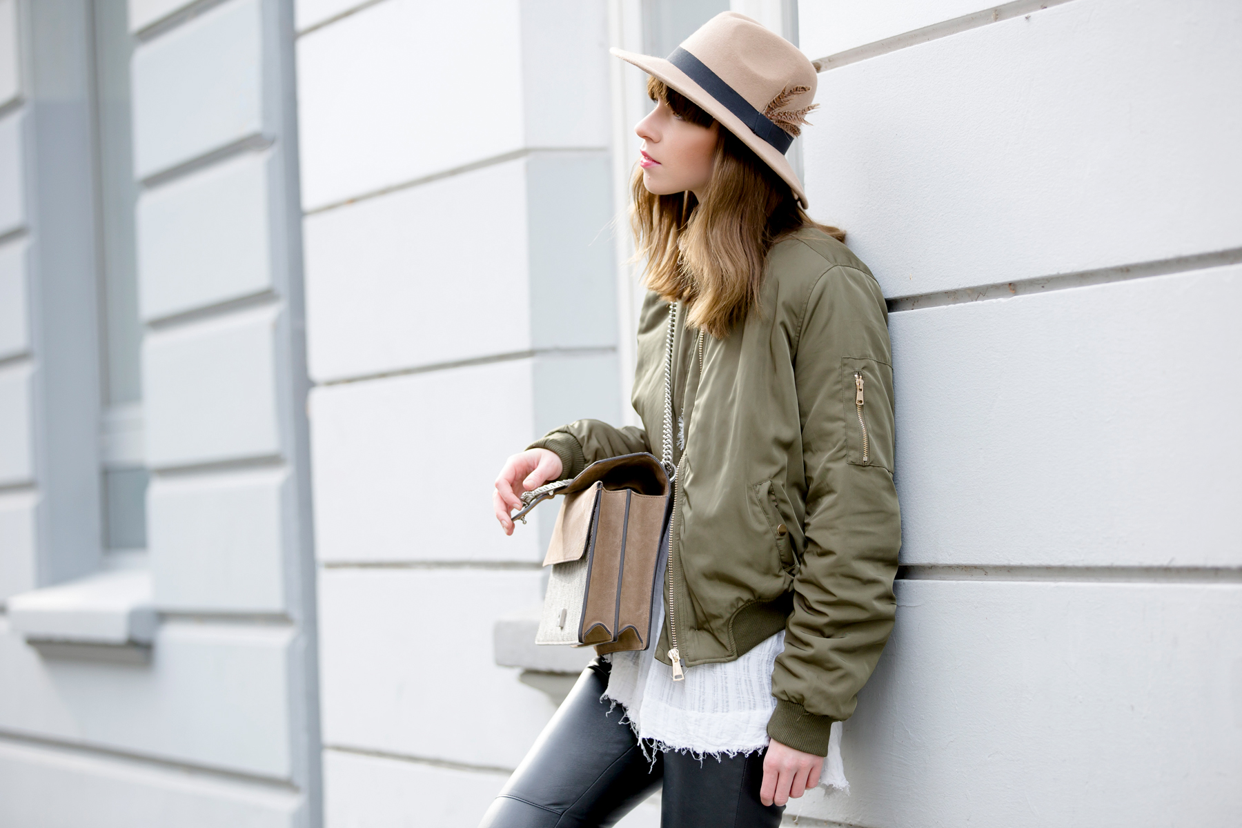 bomber jacket bomberjacke chanel slingbacks lookalike heine pumps chic gucci dionysus hat cute hipster style fashionblogger modeblogger düsseldorf styleblogger berlin high end luxury chic ricarda schernus cats & dogs blog 3