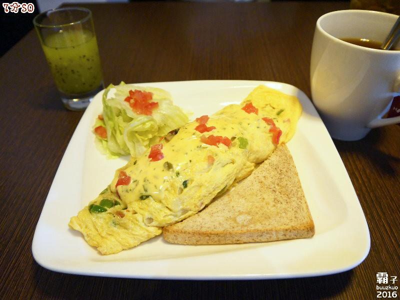 25194674234 a492aed4fa b - 7分SO美式廚房(朝富店),最愛的是美式蛋捲,早餐還有附上一杯滿滿果肉的奇異果汁。