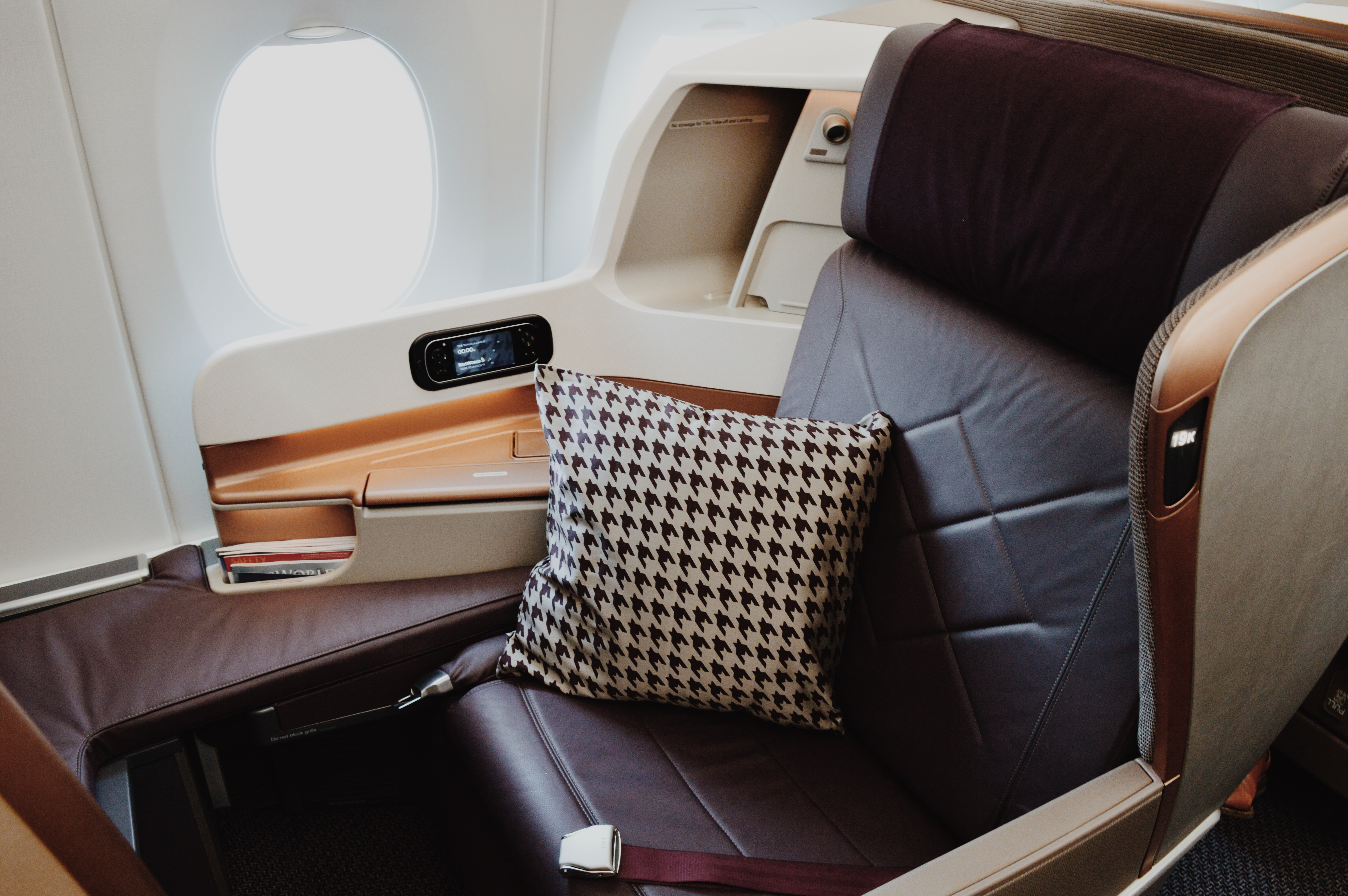 singapore airlines reviews and flights essay Can flying still be fun on my recent flight from los angeles to singapore, i was  very surprised here is my full singapore airlines review.