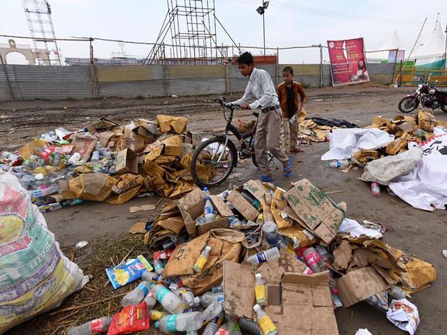 विश्व सांस्कृतिक उत्सव के बाद यमुना किनारे कचरे का अम्बार