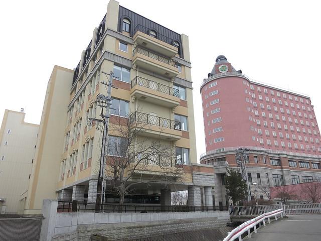 Photo:I thought these were love hotels. Actually, a univ. Aomori Chuo Gakuin Univ. By fukapon