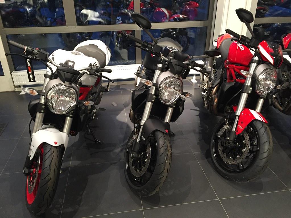 MC-häng och Ducati Monster