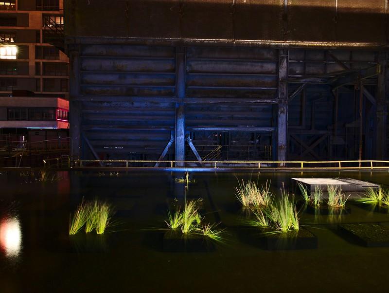 L'usine urbanisée de nuit 24557365422_8a3a21328c_c