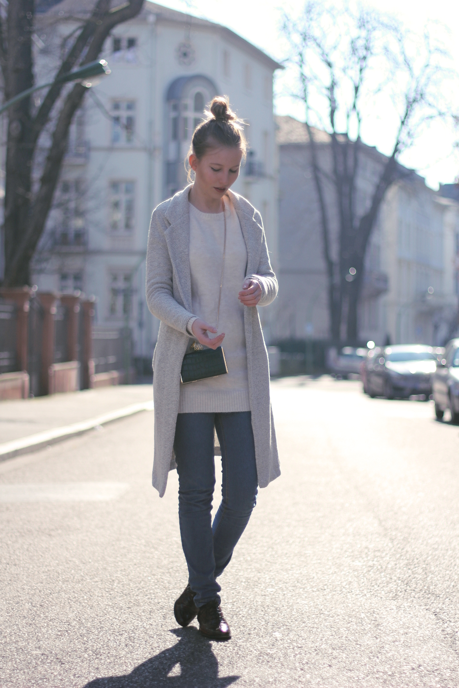 outfit messie bun street urban frankfurt every day look ananas clutch zara newlook marc cheap monday