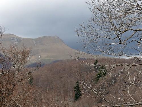 Le roc de Toulau, entre nuages et soleil
