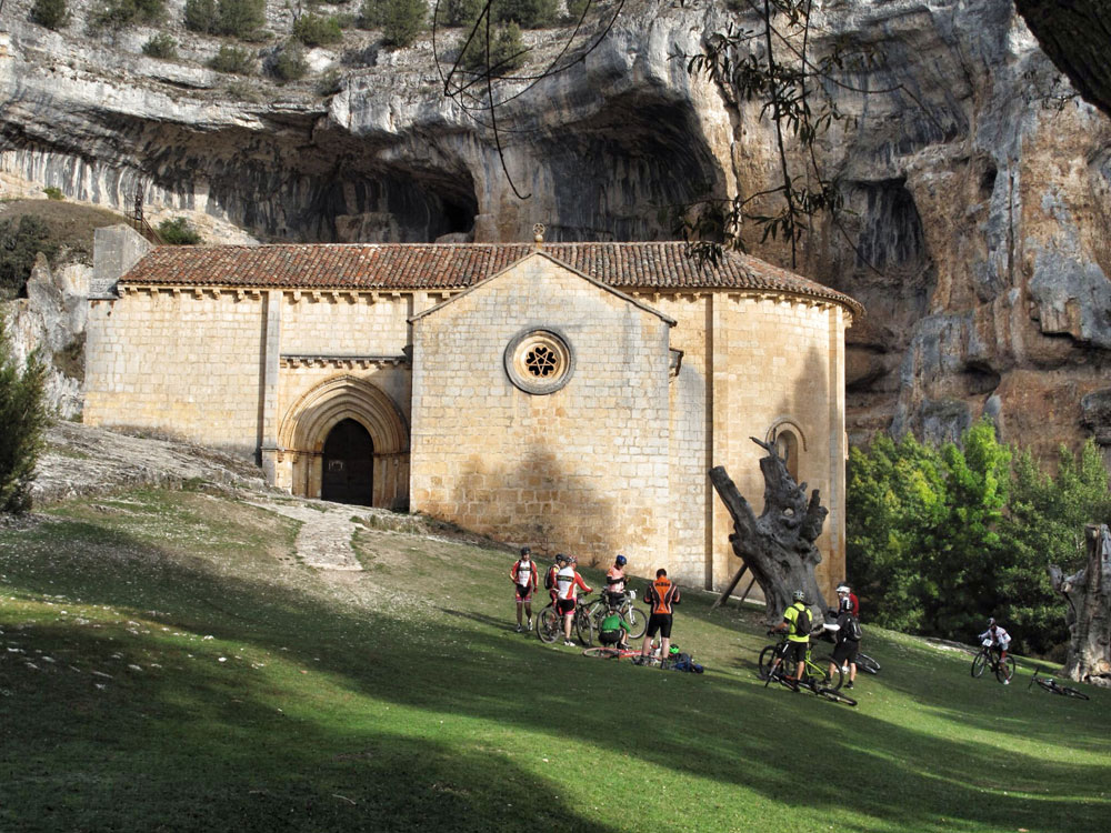 ermita san bartolomé_ciclisto_ruta_btt_patrimonio_arquitectura_patrimonio