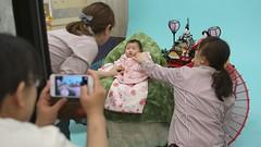 SAKIKO takes a photo in a portrait studio.