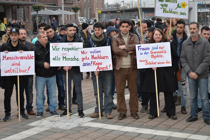 Flüchtlinge demonstrieren in Oldenburg für Frauenrechte.