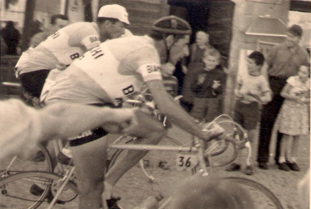 Giro d'Italia 1953 - XIV tappa Bordighera Torino. Fausto Coppi al passaggio da Carignano (inviata dal sig. Gianni Busso)