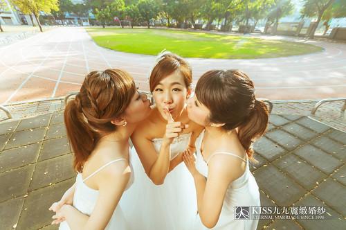 來看看我們在高雄建國國小拍的閨蜜婚紗吧!Kiss九九麗緻婚紗 (16)