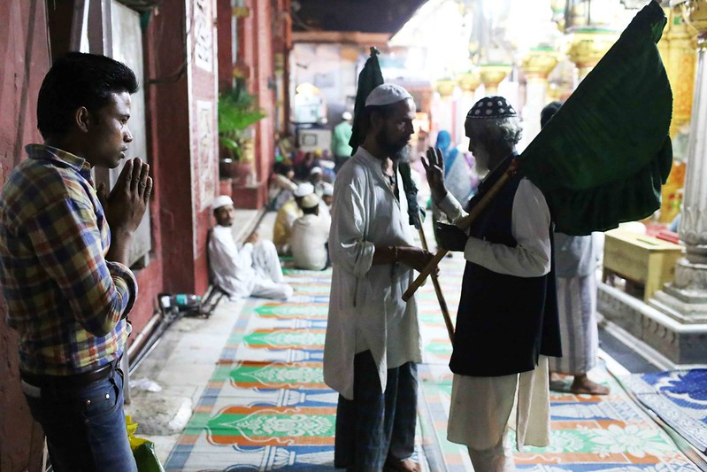 a5City Moment – The Solitary Man's Private Prayer, Hazrat Nizamuddin's Sufi Shrine