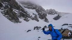 Tomek na lodowcu Vadretta di Fellaria, W tle podstawa sciany Piz Argient i przełęcz Passo di Sasso Rosso 3504m