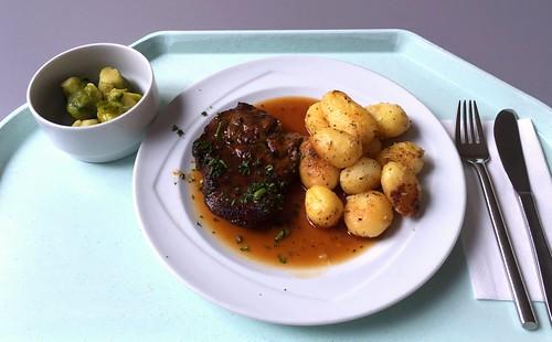 Steak from porkneck with roast potatoes / Holzfällersteak mit Röstkartoffeln