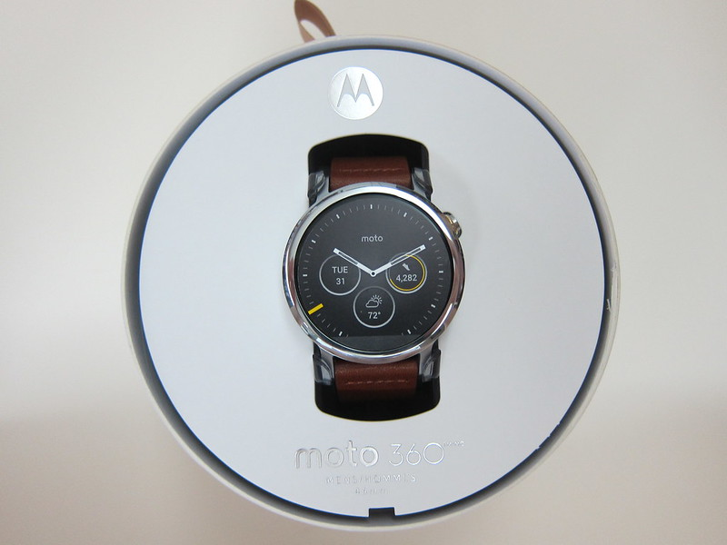 Moto 360 (2nd Gen) - Box Open