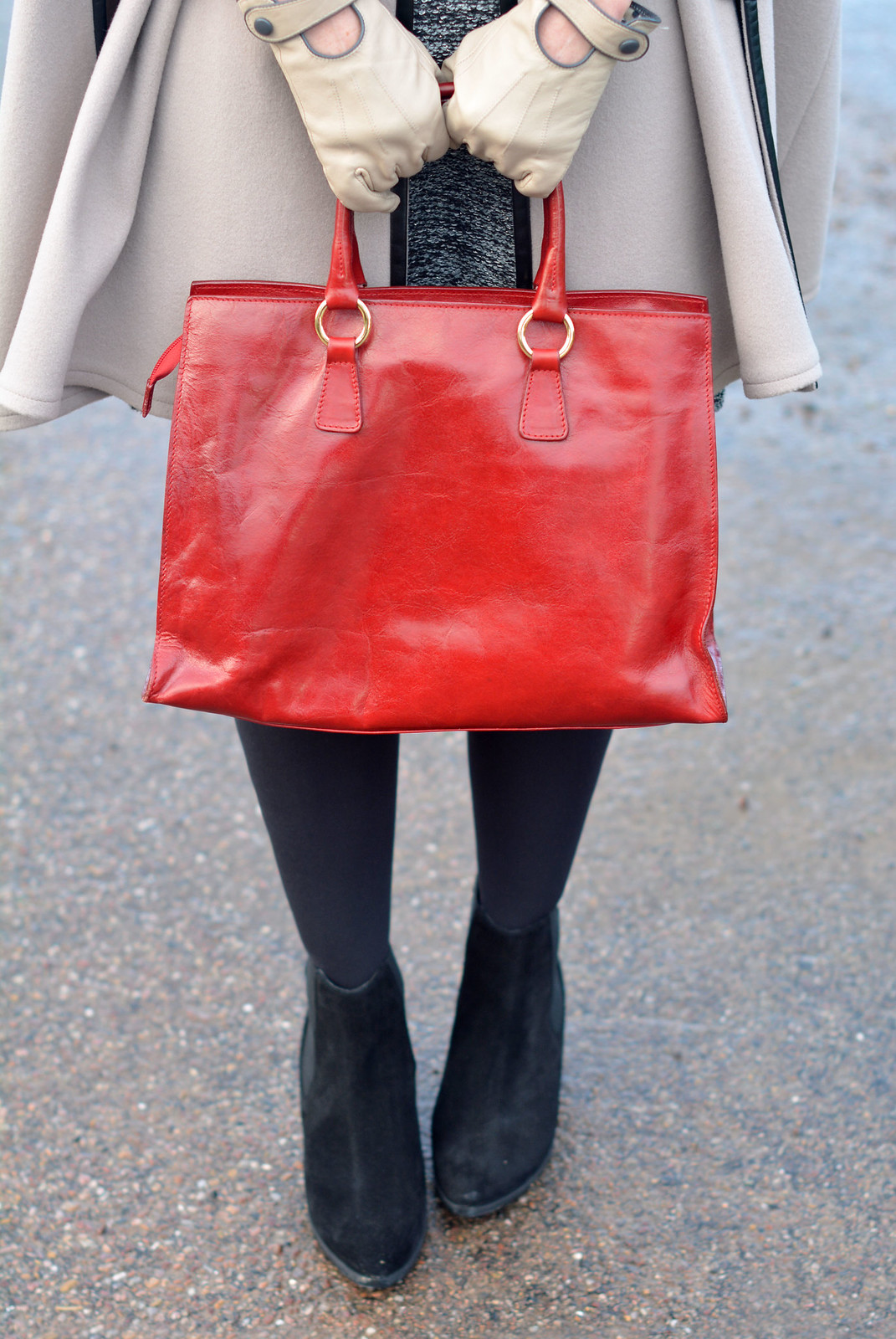 Winter Style | Camel cape, red tote, black tights