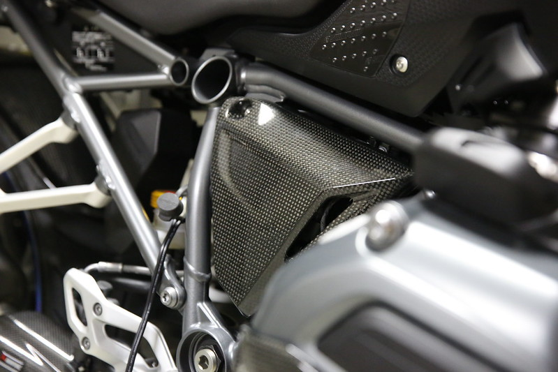 BMW R1200RS Carbon Side Cover