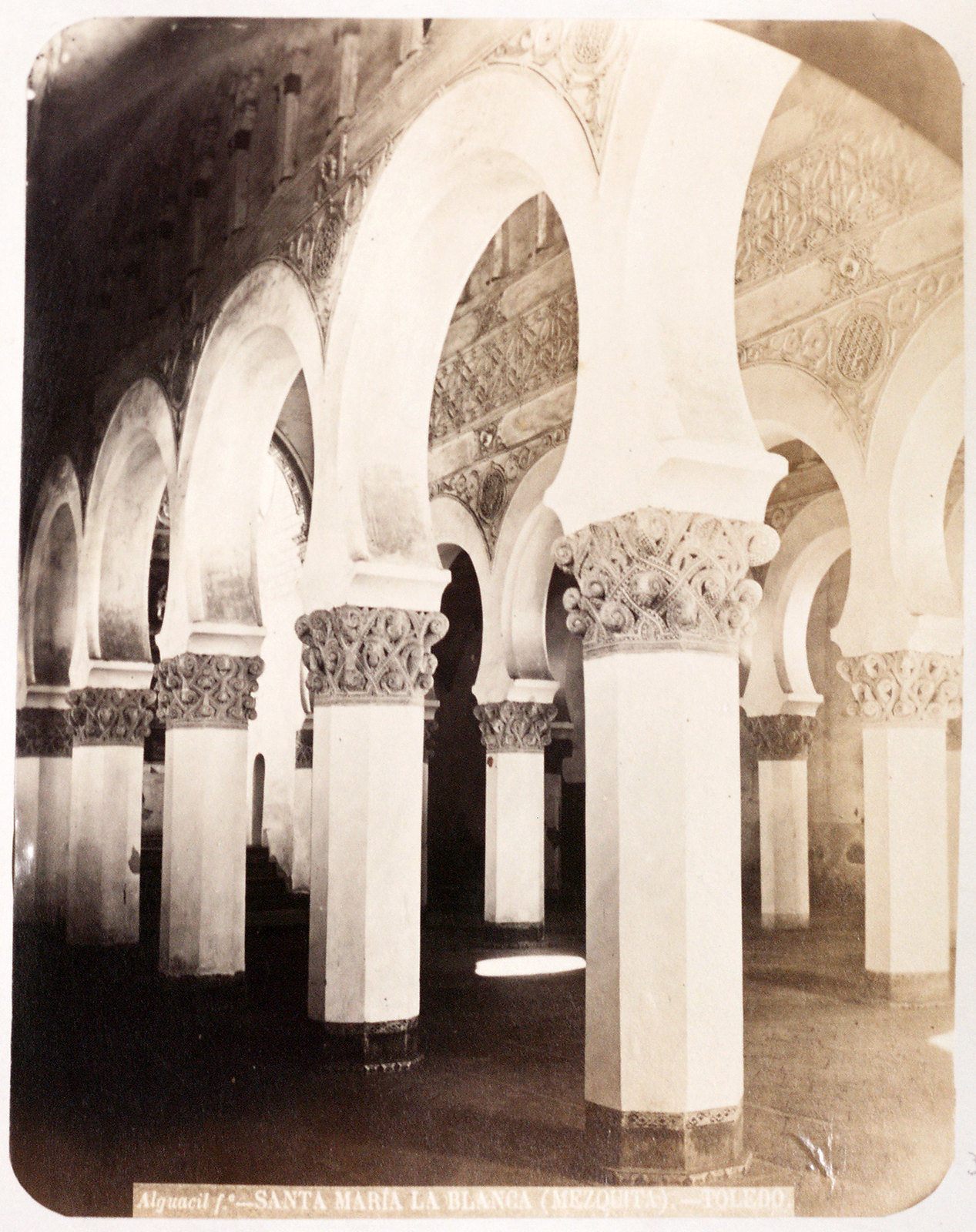 Sinagoga de Santa María la Blanca en Toledo hacia 1879. Álbum de la National Gallery con fotos de Casiano Alguacil.