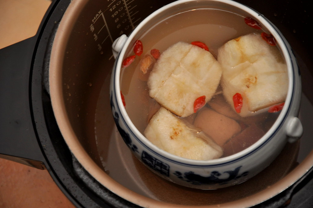 Double Boiled Chinese Pear Soup with Philips Pressure Cooker 1