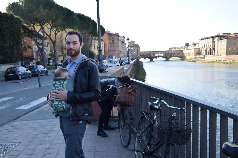 Con su tío en la mochila. Viaje a Florencia.