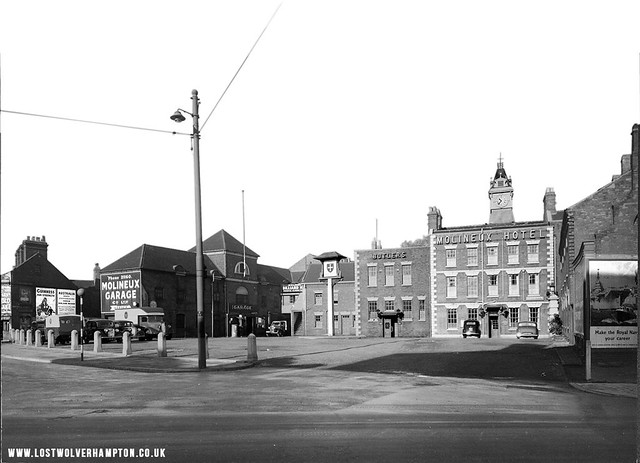 A Panoramic view of the forecourt of the Molineux Hotel circa 1940's.