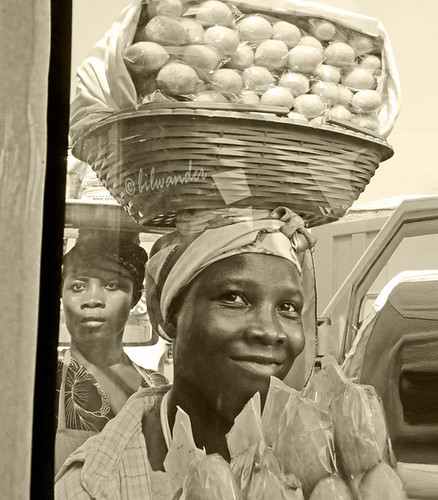 ghana elmina young woman panini bread gηανα solo travel bilwander westafrica african